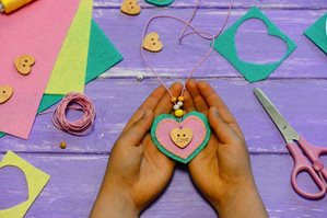 2019-02_Talking-Parents_Blogs_Valentines-day-craft-ideas_wearables-(1).jpg